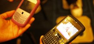 Smartphones para ilustrar información sobre los datos de portabilidades móvil de Jazztel